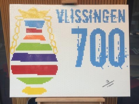 Het feestlogo van Vlissingen, in Legoblokjes.