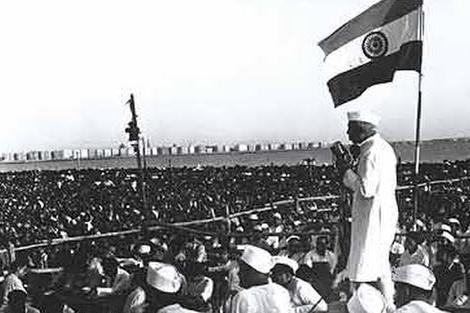Nehru met de 1e vlag