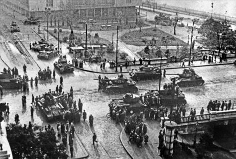 Hongarije tanks Boedapest.jpg