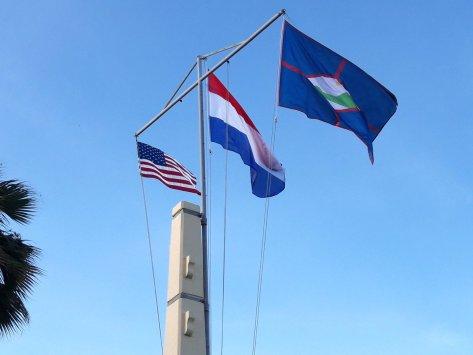 Statia Day vlaggen.jpg
