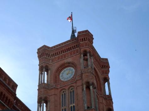 Rotes Rathaus met vlag.jpg